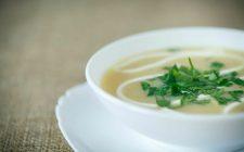 La  zuppa di cavolfiori e patate con la ricetta facile