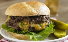 Juicy lucy: cheeseburger americano