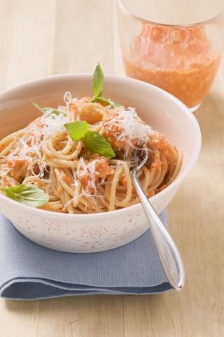Spaghetti al pesto di peperoni: estivi