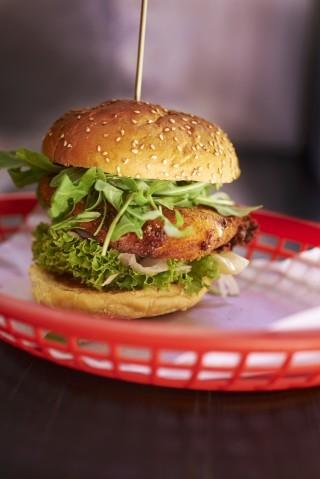 Hamburger di mozzarella croccante