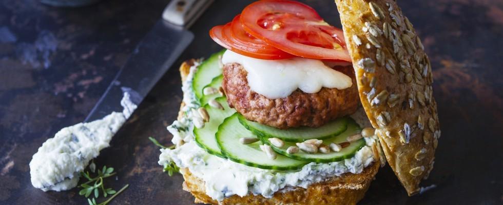 Hamburger di agnello con crema di ricotta