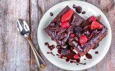 La ricetta dei brownies alle fragole per una variante golosa