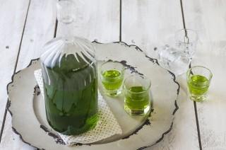 Liquore al basilico fatto in casa