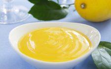 La mousse al limone senza uova per un dolce di fine pasto leggero