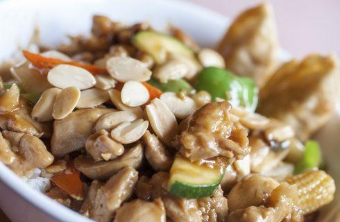 Il pollo alle mandorle da fare in casa con la ricetta cinese