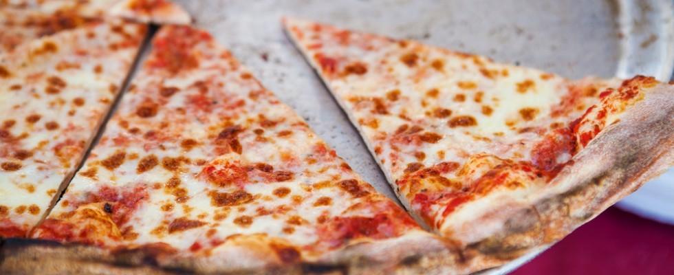 Errori madornali: 5 modi sbagliati di mangiare la pizza