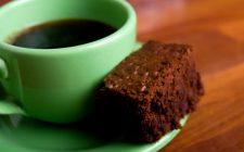 Ecco la torta al cacao e arancia senza latte adatta alla colazione