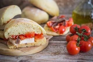 Pane cunzato, ricetta siciliana