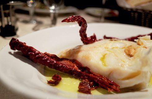 Il baccalà con peperoni cruschi: la ricetta del secondo di pesce