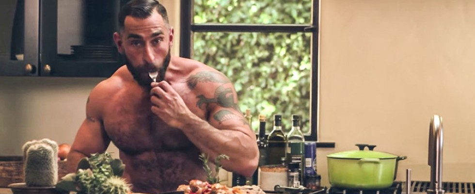 Bear-Naked Chef: un cuoco nudo alla conquista di YouTube