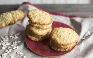 Biscotti semplici con riso soffiato