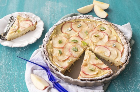 Crostata con crema e mele, dessert invitante