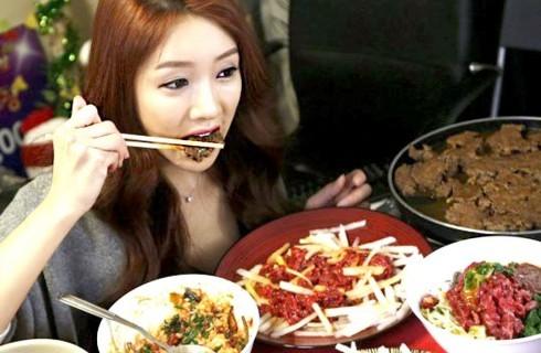 Cibo guardato: il fenomeno coreano del Mukbang