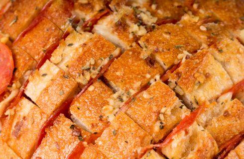 Il pane condito al forno con la ricetta sfiziosa
