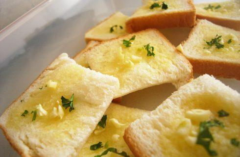 Il pane all'aglio, la ricetta casalinga