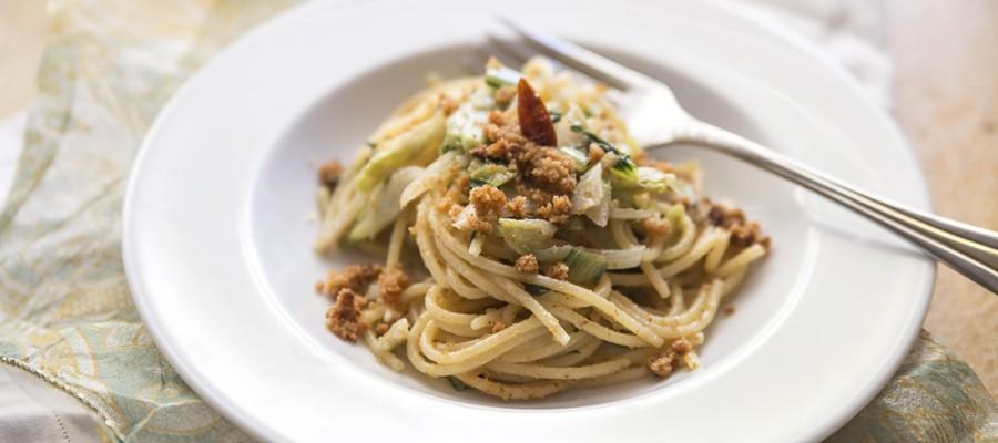 Spaghetti puntarelle e acciughe, cucina romana