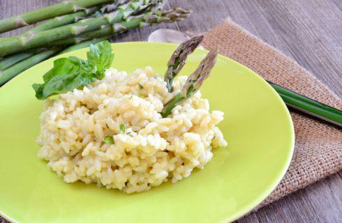 Il risotto con asparagi e speck perfetto per il pranzo