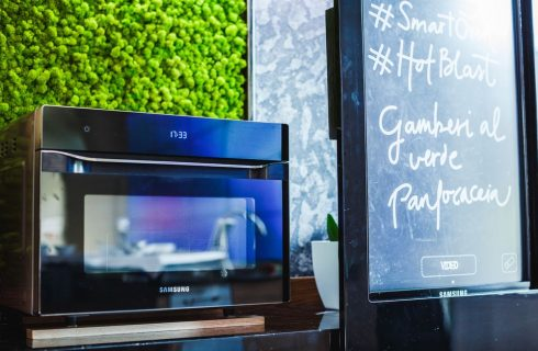 Samsung lancia Smart Oven Hot Blast con le Tattoo recipes