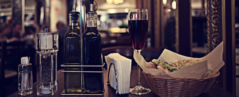 7 cose da bere al ristorante se non vuoi alcol