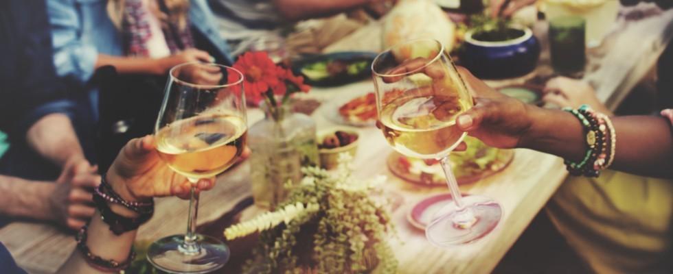 Mangiare all'aperto? Gli indispensabili consigli per l'estate
