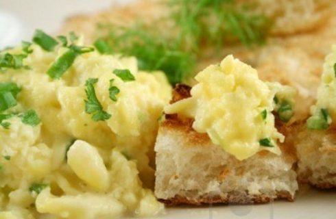 Le uova strapazzate con peperoni, ecco la ricetta da provare