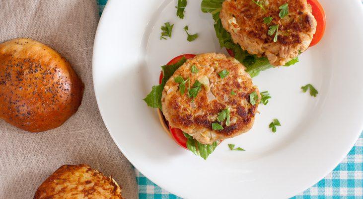I burger di tonno in scatola con la ricetta adatta alla cena