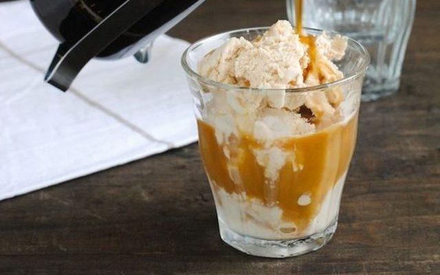 La crema di caffè fredda da servire a fine pasto