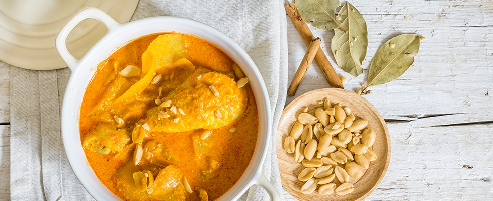 Curry thai con patate e pollo