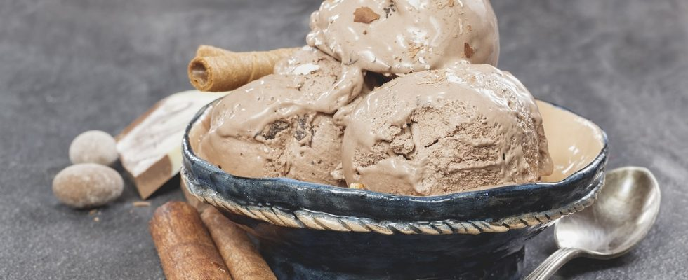 Come fare il gelato alla liquirizia con la ricetta facile