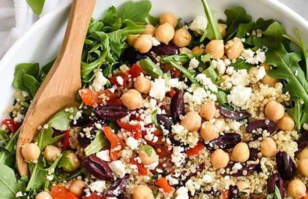 L'insalata di quinoa e ceci con la ricetta sana