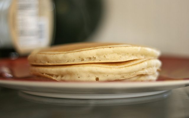 I pancake con farina di riso senza uova per la colazione