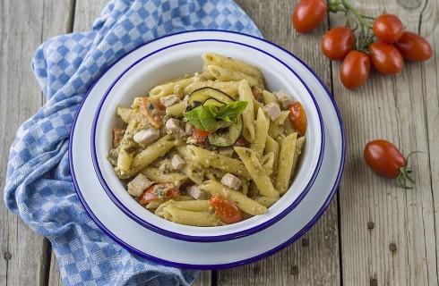 Pasta alla siciliana: melanzane e tonno fresco