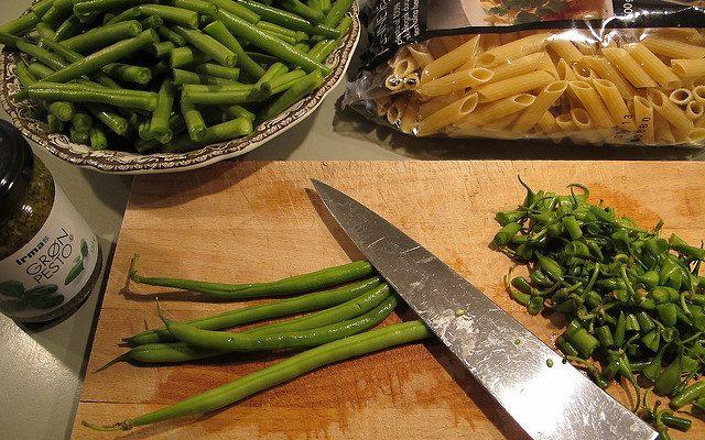 La pasta ai fagiolini e pancetta per il pranzo estivo