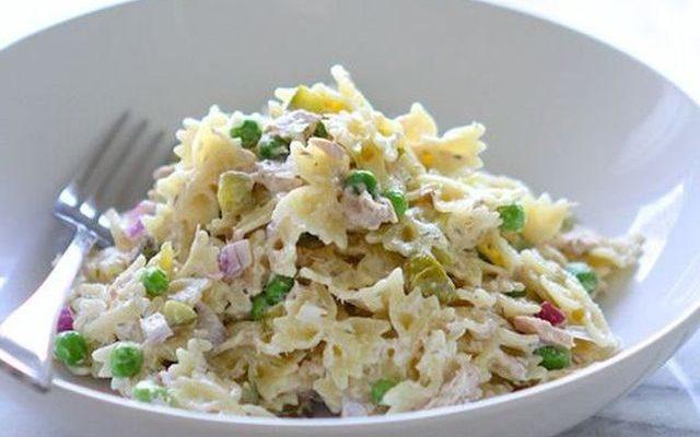 La pasta fredda con tonno e piselli perfetta per il pranzo