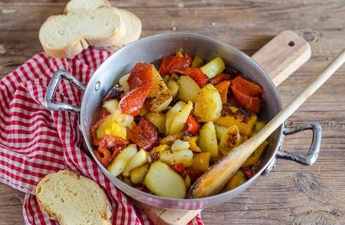 Patate e peperoni: contorno di stagione
