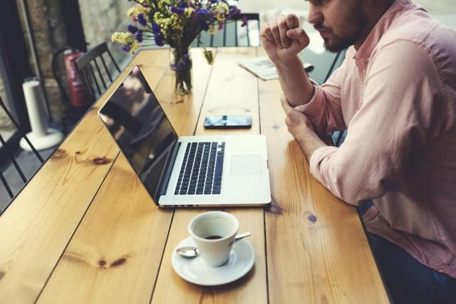 caffè al tavolo