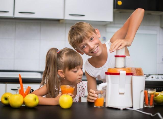 bambini usano l'estrattore