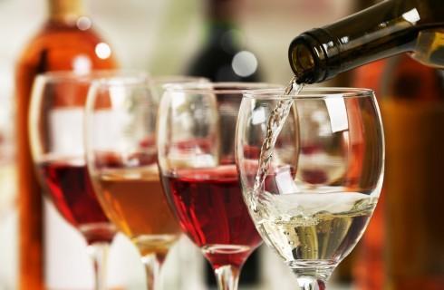 Estate: come scegliere il vino per l'aperitivo