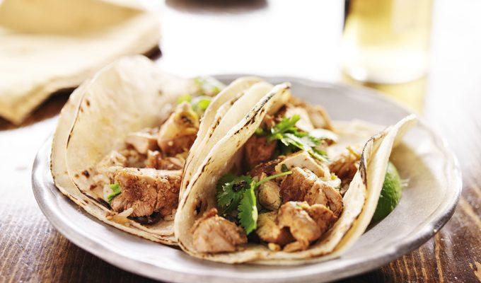I tacos di pollo e verdure con la ricetta messicana