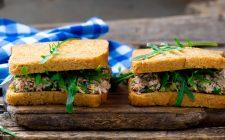 I toast con tonno e formaggio perfetti per la pausa pranzo