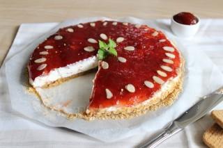 Cheesecake vegana con confettura di fragole