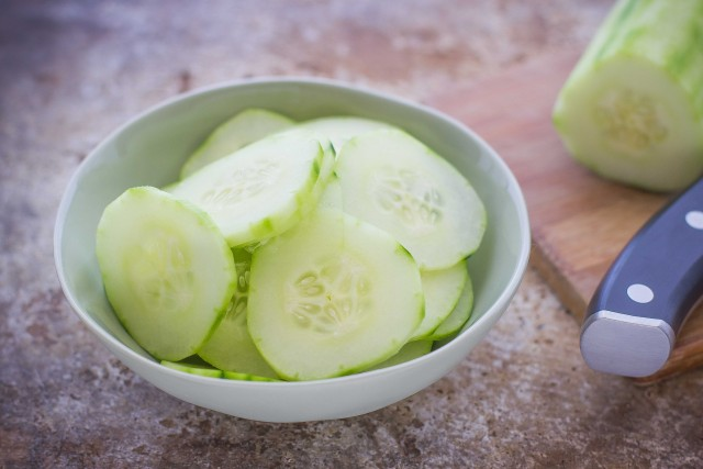 Step 1 Insalata con avocado feta e cetrioli