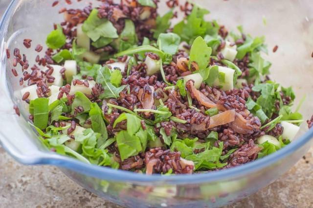 Step 4  insalata di riso venere con salmone affumicato