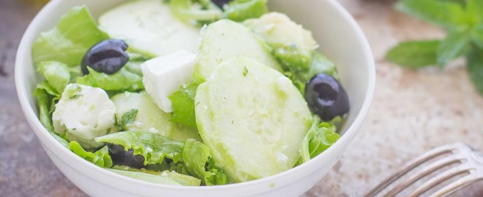 Insalata con avocado feta e cetrioli