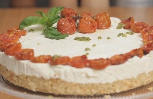 Cheesecake salata: pesto e pomodori