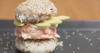 Hamburger di riso con salmone