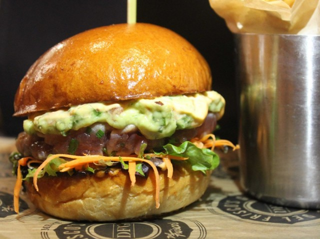hamburger di tonno crudo
