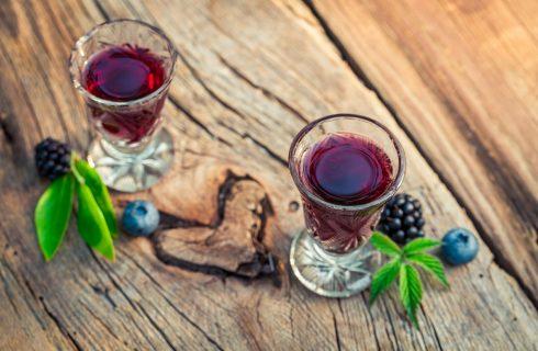 Il liquore di mirtilli fatto in casa, la ricetta da provare