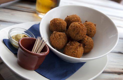 Le polpette olandesi: ecco la ricetta delle bitterballen