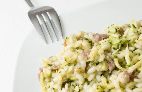 Come preparare il risotto alle zucchine e pancetta affumicata
